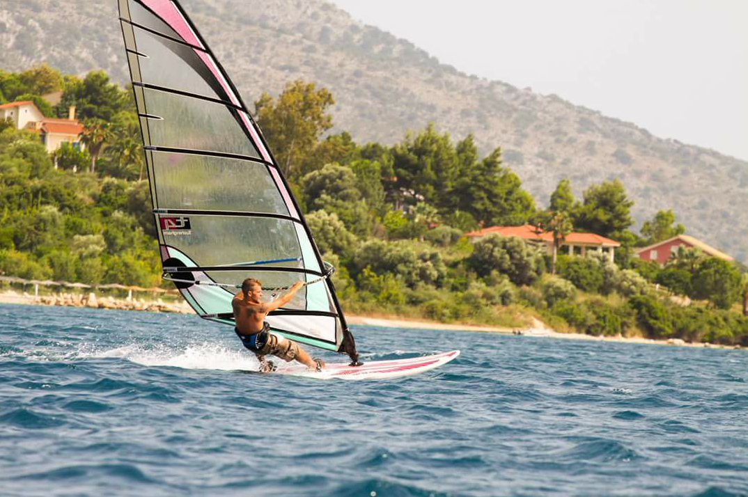sam-shorten-windsurfing