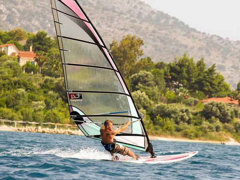 sam-shorten-windsurfing