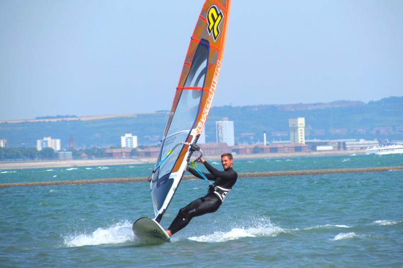Kickstart Student windsurfing