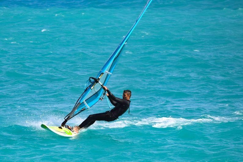 uksa student windsurfing
