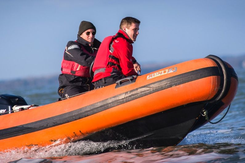 Student on RYA powerboating training session