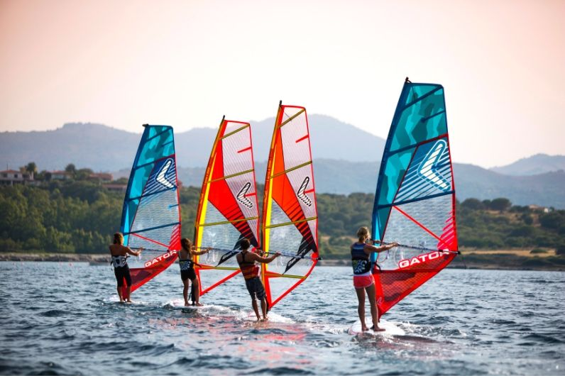 4 students windsurfing