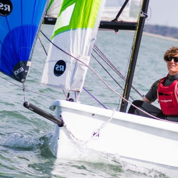 Dinghy sailing courses - 2 people sailing a dinghy on open water